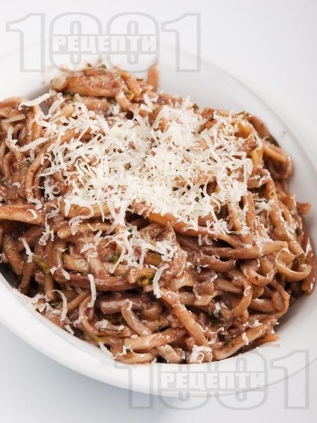 Пияни спагети със спанак и червено вино - снимка на рецептата